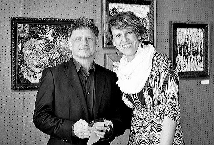 Maria Nowak z aktorem Randym DeOrio na tle swoich prac - Foto: MARIA NATOLI